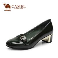 camel骆驼女鞋 舒适通勤风 新款圆头牛漆皮扣带中跟女单鞋