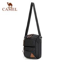 camel骆驼户外挎包 2L男女通用耐磨旅行露营外出斜挎包