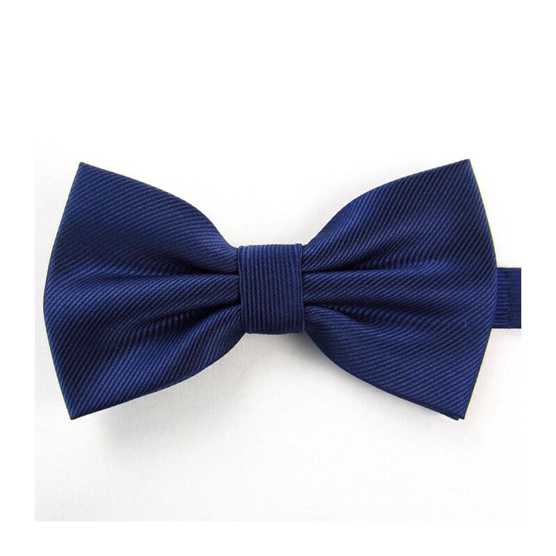 深蓝色领结搭配